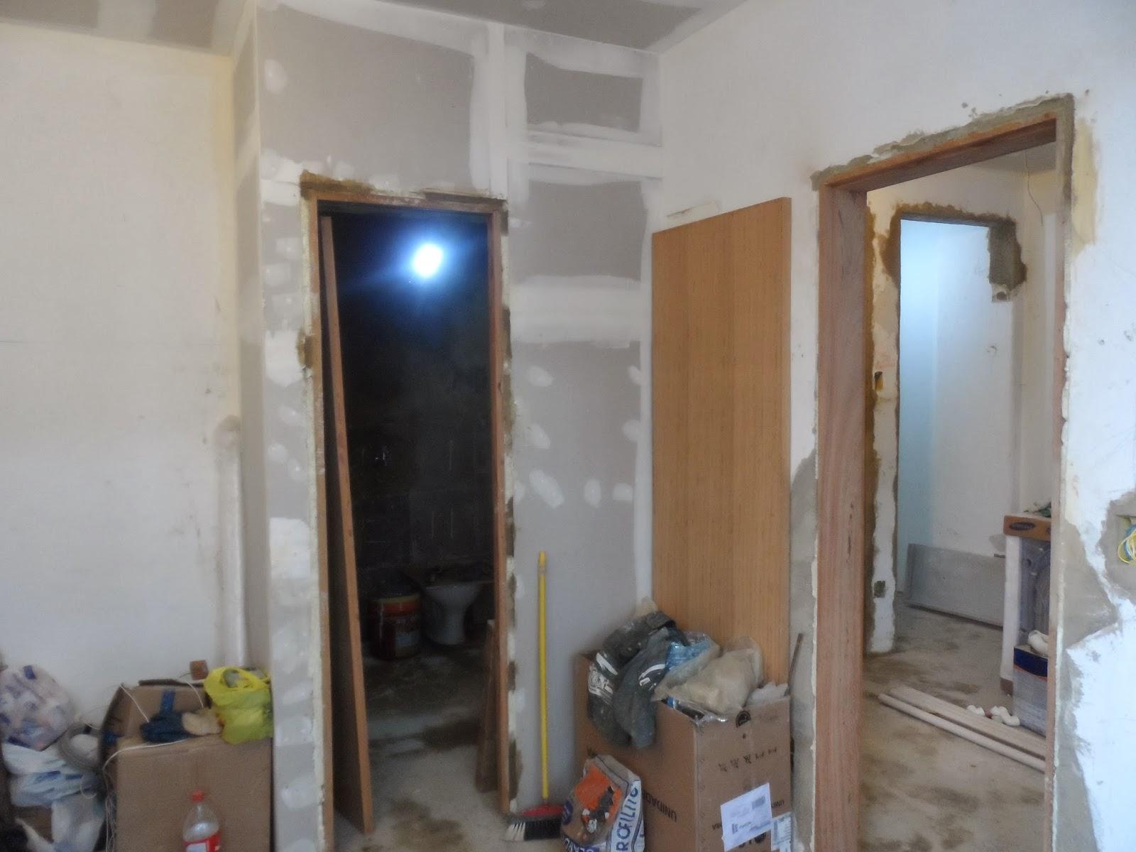 centro da parede e com gesso acartonado ampliei o banheiro antigo #364767 1600x1200 Banheiro Com Gesso Acartonado