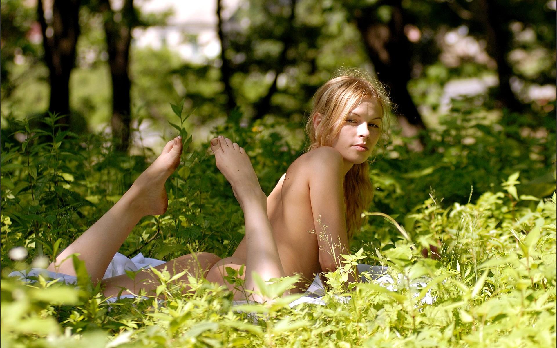 Эротические рассказы с крапивой, Крапива - порно рассказ 2 фотография