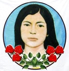 Sarita Colonia con bellas rosas rojas