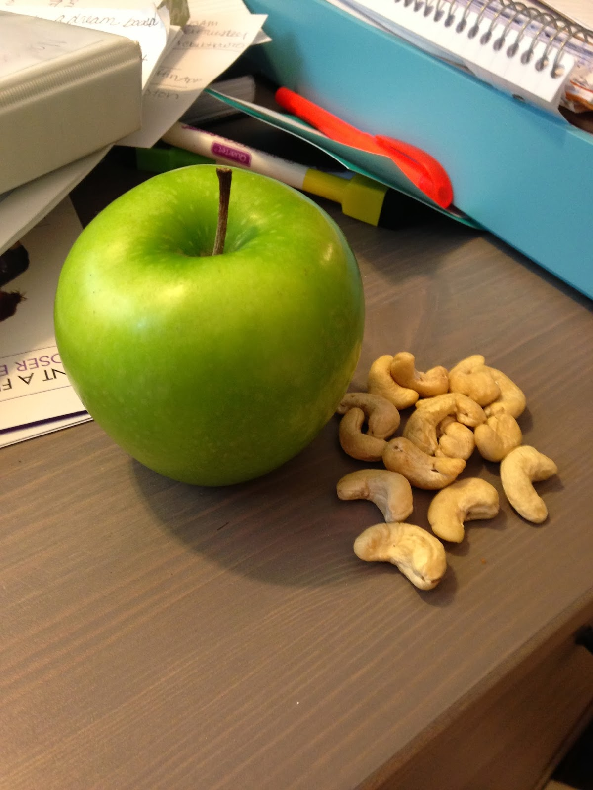21 Day fix Snack Ideas, Apple and Cashews