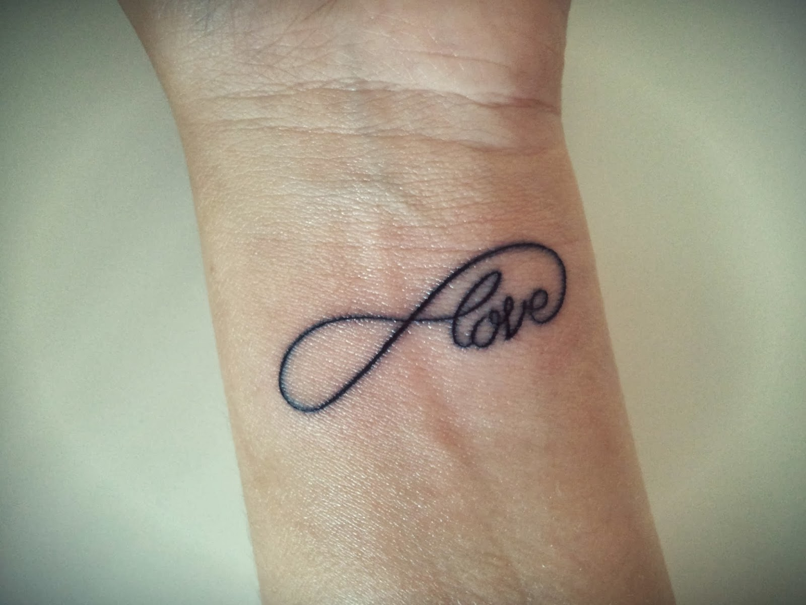 Tatuaje Con El S Mbolo Infinito Y La Palabra Infinity Infinito