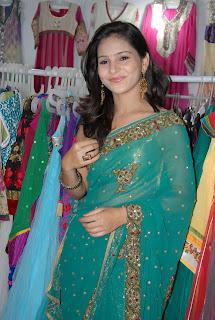 Zareen Khan Saree Pictures 012.jpg