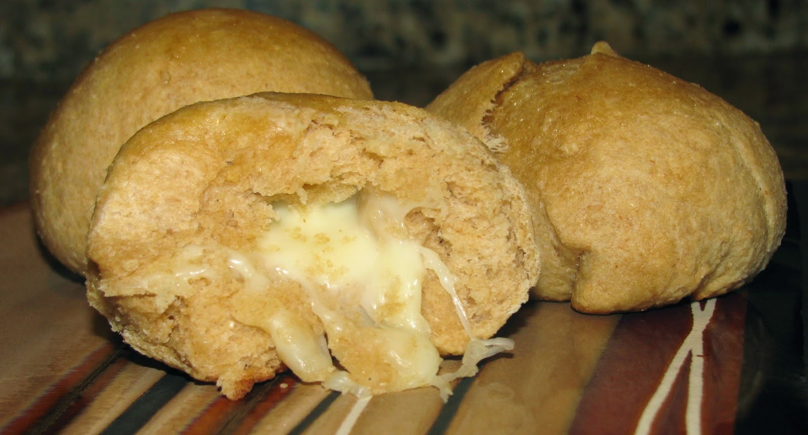 Valerie's Attempt at Pondering: Stuffed Cheese Buns