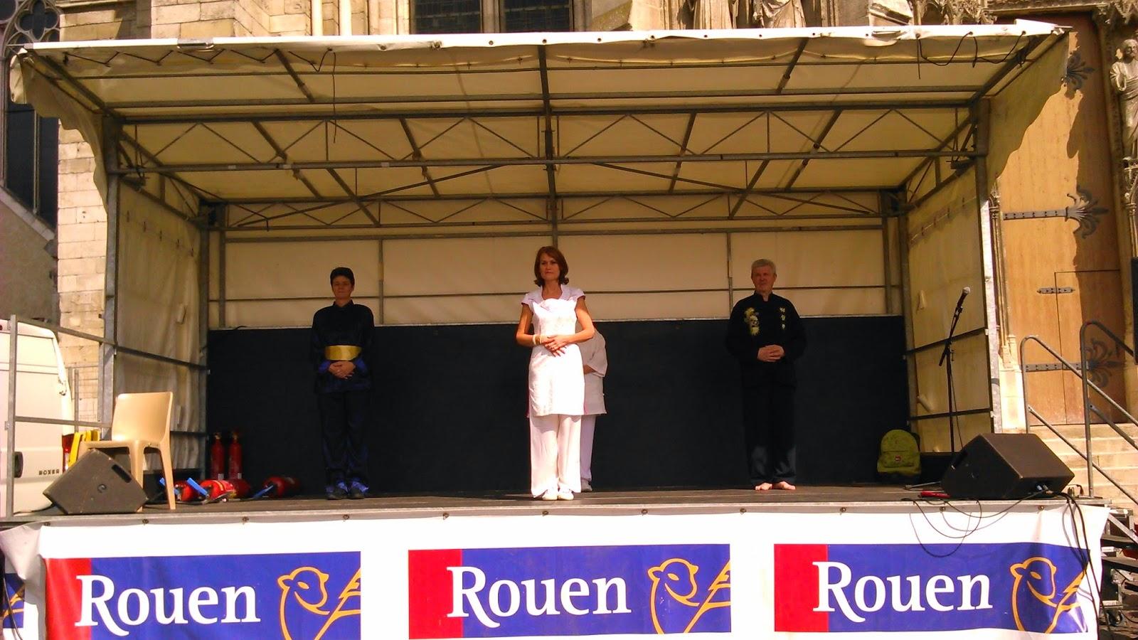 Démonstration Qi Gong place de la calende Rouen