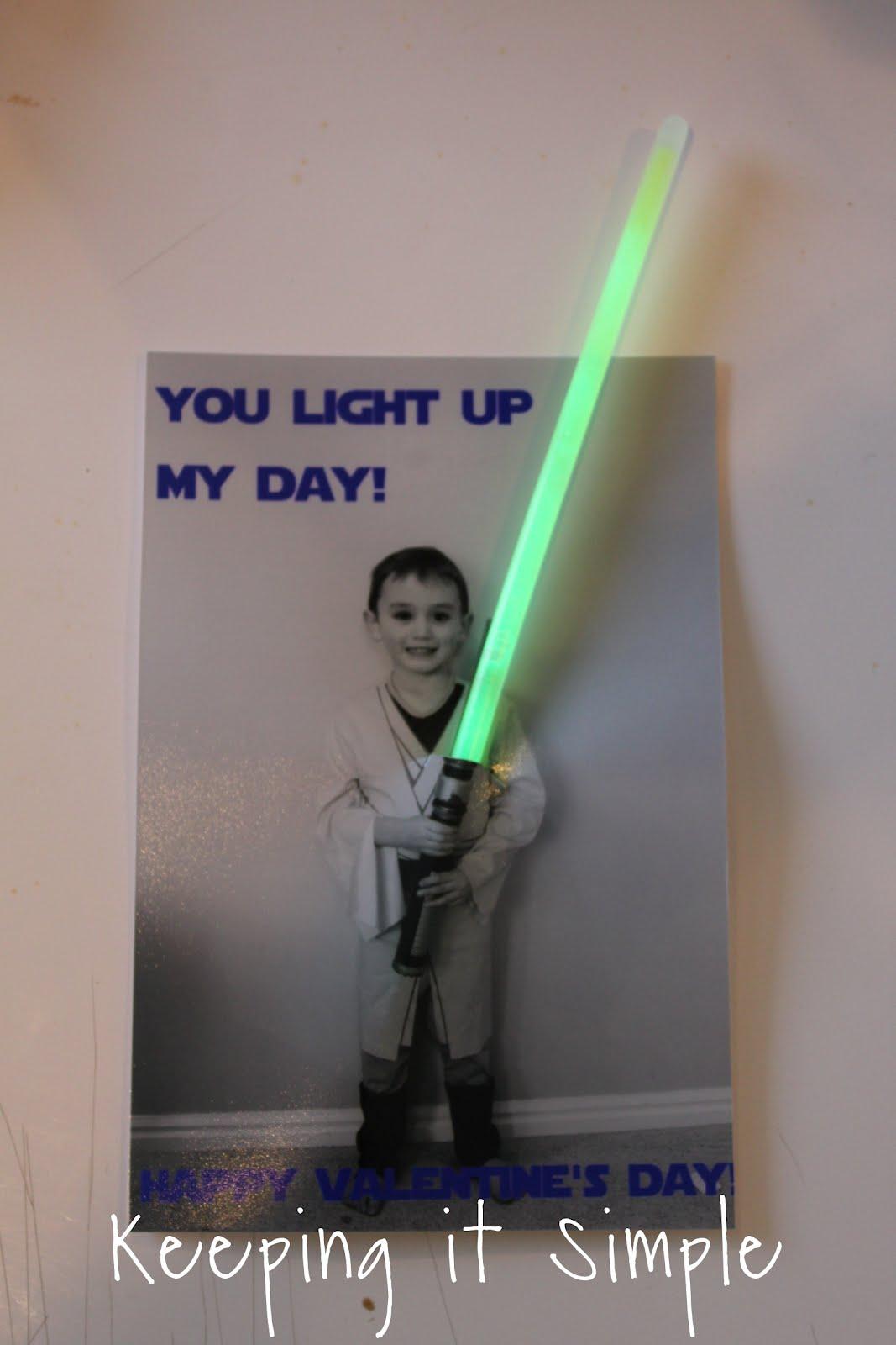 Fun Homemade Valentine : Star Wars Glow Stick Valentine {No Candy}