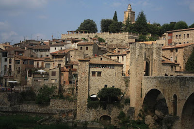 Besalú from the medieval bridge