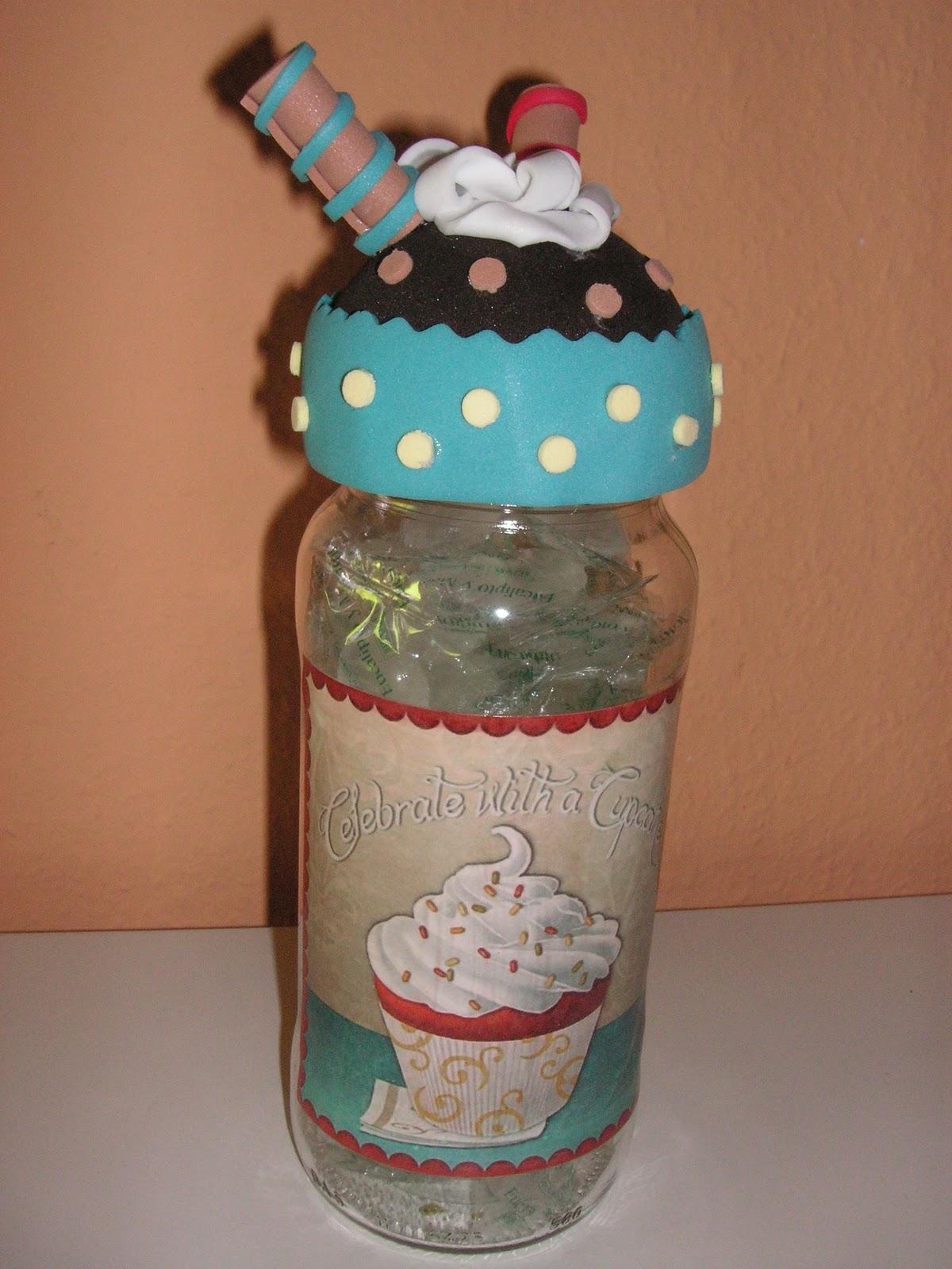 Con cabeza y manos botes para caramelos tuneados con for Botes de cocina decorados con goma eva