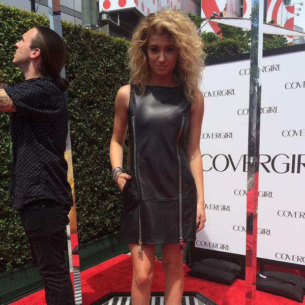 tori kelly outfits
