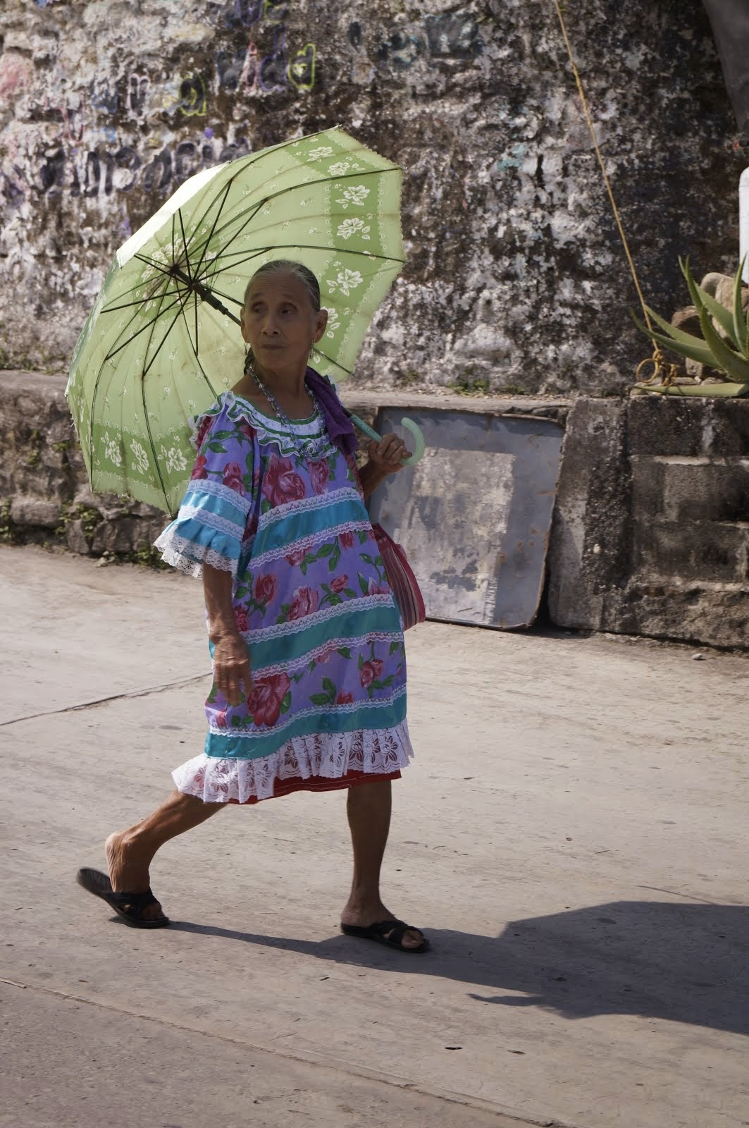 Mujer con segunda piel: su huipil