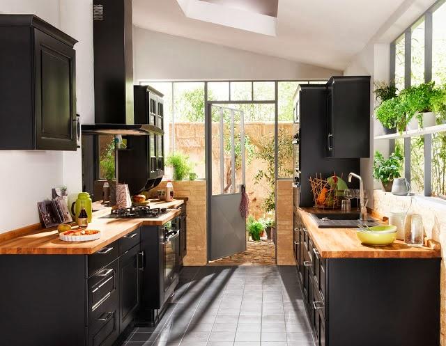 Tatiana doria cocina en negro y madera - Encimera madera cocina ...