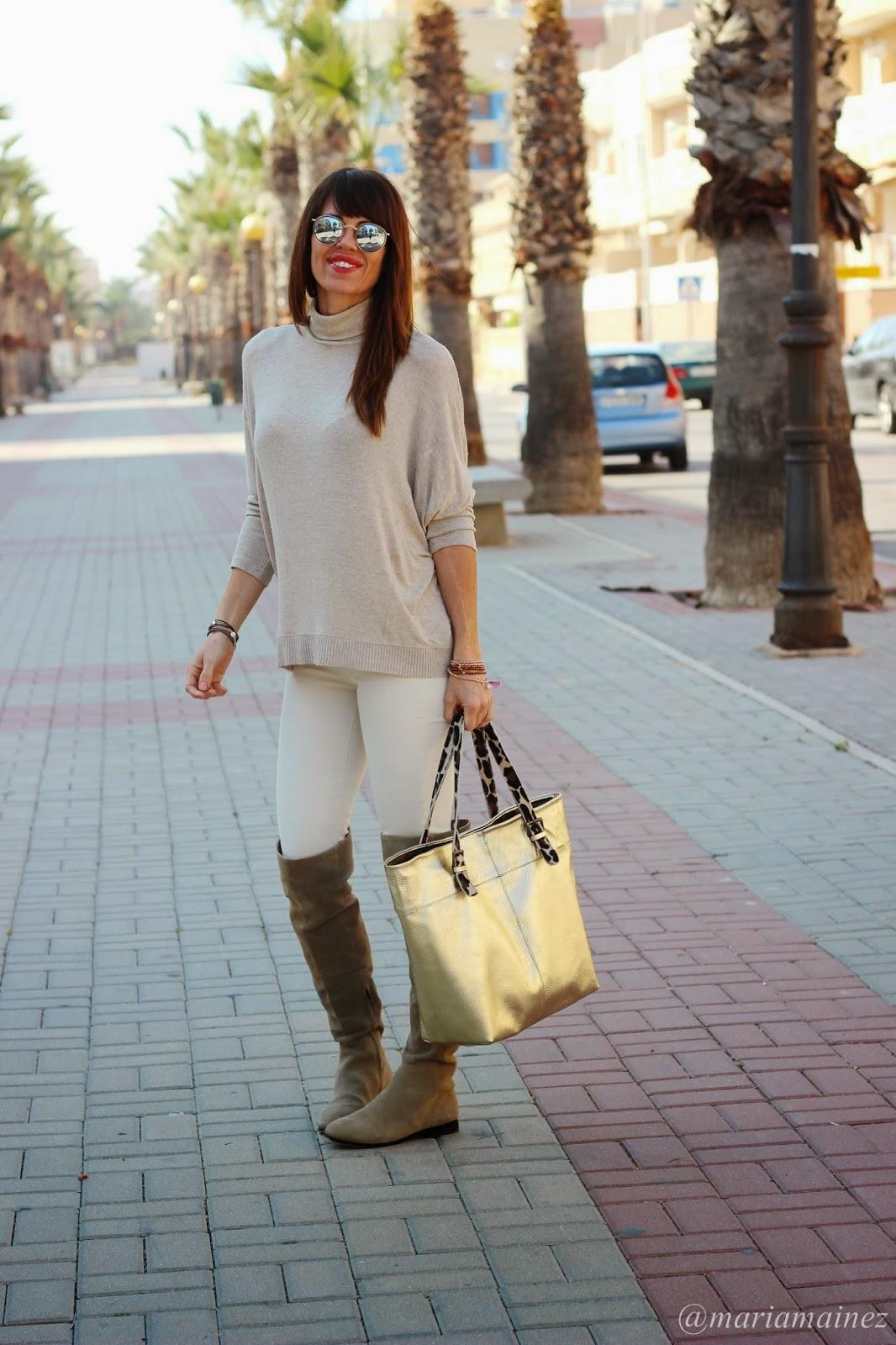 Streetstyle - Bolso metalizado - Botas caña alta - Fashion blogger- gafas rayban