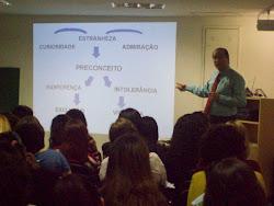 Prof. Marcelo ministrando sobre Bullying em encontro de Educadores no IBEP.
