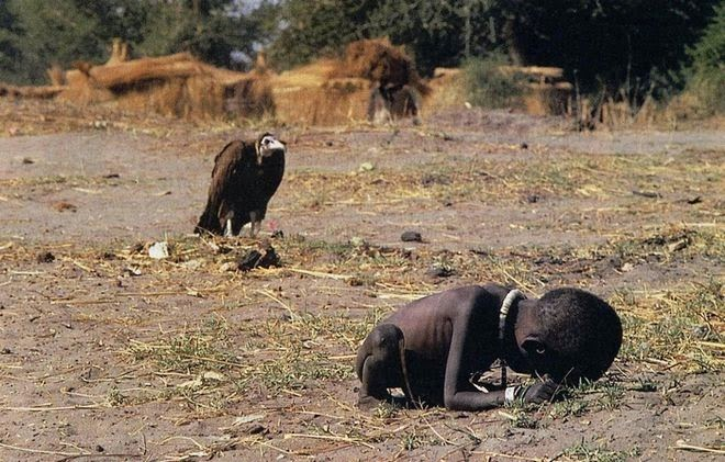 The Story Behind 8 Famous Photographs - Kevin Carter - Starvation in Sudan, 1994