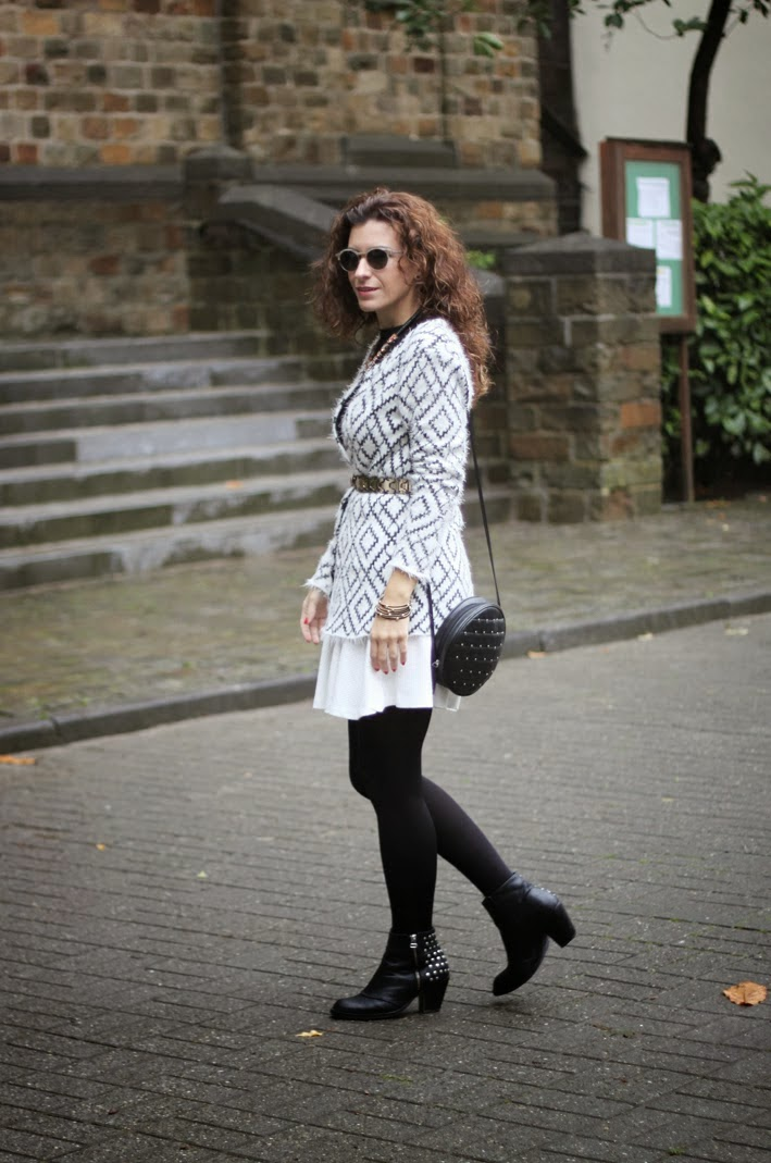 http://www.inlovewith-fashion.com/2013/11/black-white-autumn.html