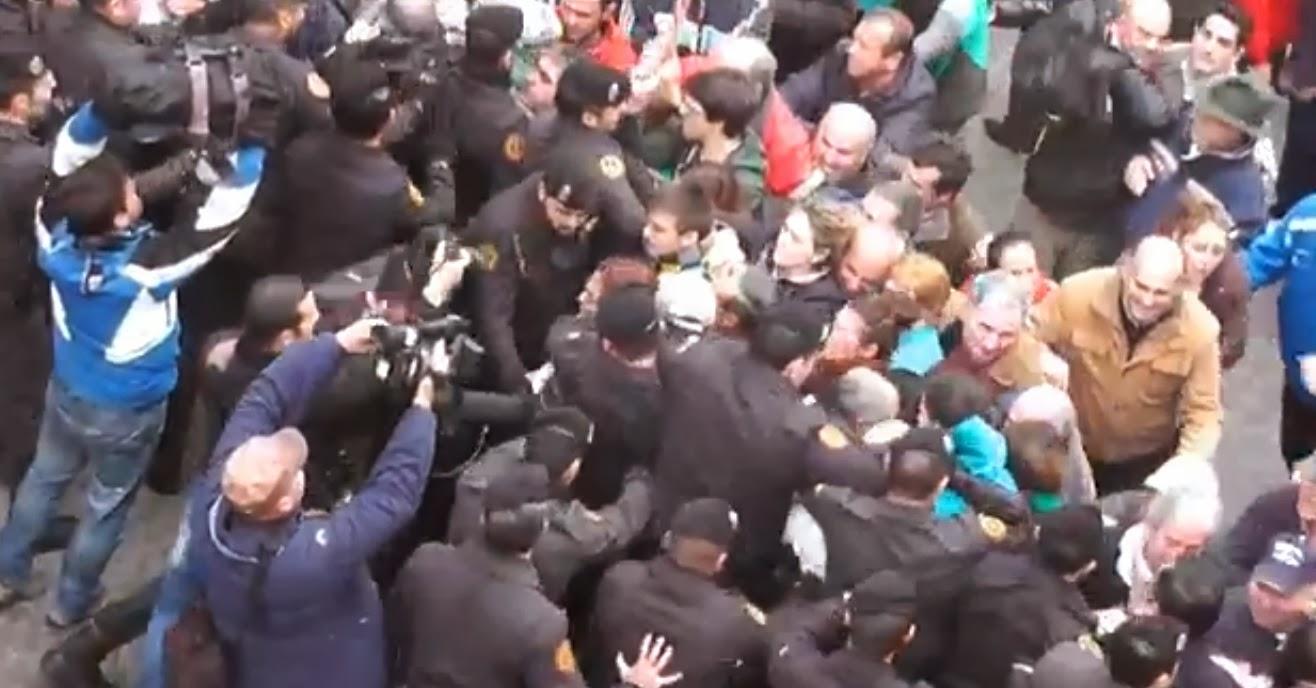 Βιαιες Εξώσεις στην Ισπανία ! Και στα δικά μας ! 14 μέρες έμειναν... (VIDEO)