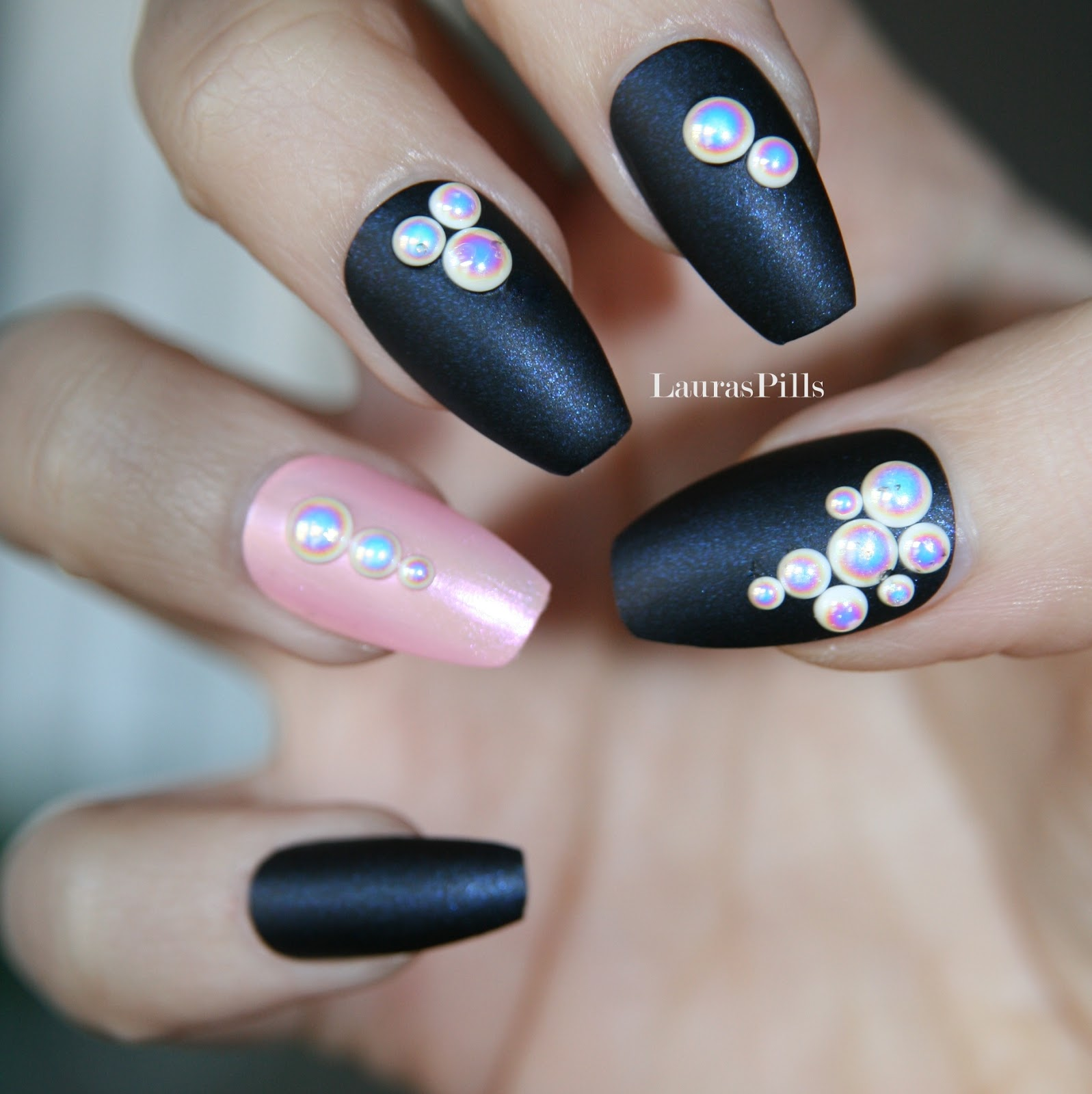 Laura\'s Pills: Elegant coffin nails with pearl decorations