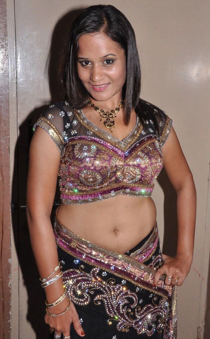 Kollywood Movie Photo Stills: Thaniyaga Varugiren Actress Ambika Hot ...