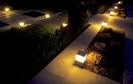 Ilumina o residencial para jardins tipos de l mpadas for Luminarias para jardines exteriores