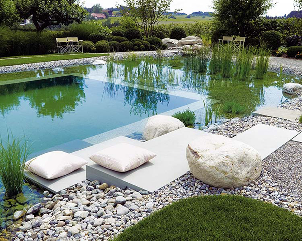 Piscinas naturales en casa ideas para decorar dise ar y for Diseno de piscinas naturales