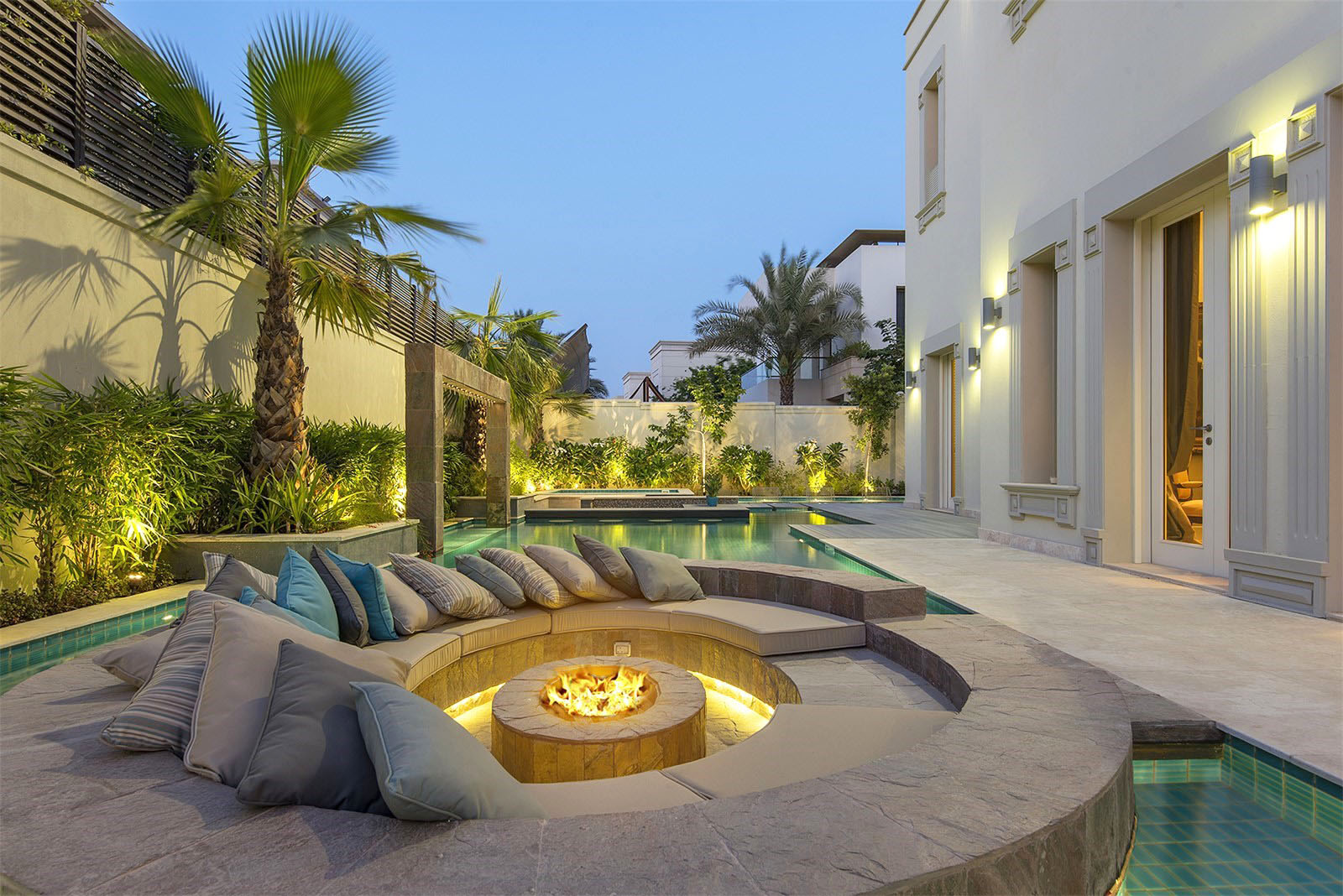 emirates hills luxury villa in dubai - Home Decor Dubai