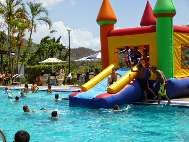 INFLABLE PISCINA 2