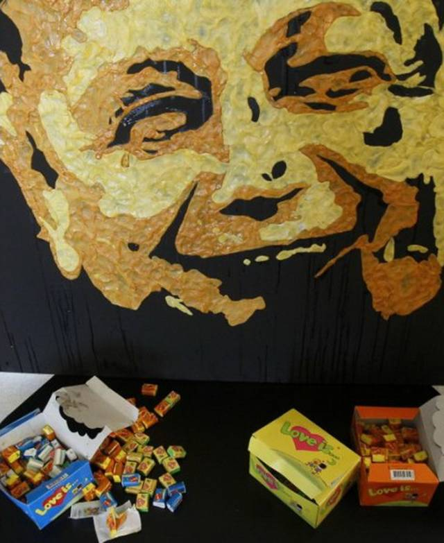Anna Sophia Matveeva from Makiivka of Ukraine is making beautiful portraits of different people with thousand pieces of chewed gum.