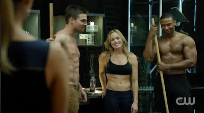 Arrow Time of Death screencaps Oliver Queen Stephen Amell Sara Lance Caity Lotz John Diggle David Ramsey shirtless abs bulging muscles photos pics