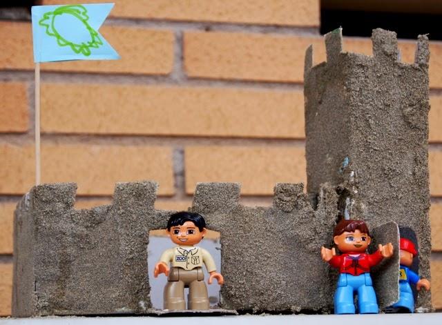Castelli Di Cartone Film : La forma delle nuvole castello di sabbia e scatole di cartone