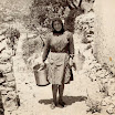 Φωτογραφία του Απρίλη 2015: Πάει η θεια-Αλεξάνδρα στη βρύση για νερό