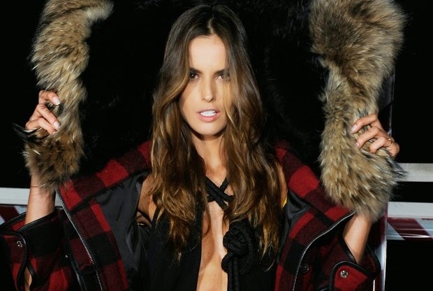 Modelo brasileira roubou a cena durante apresentação da coleção da grife Dsquared 2, na semana de moda italiana