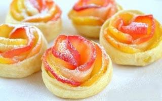 Apple Cake in Rose Shape (Bánh Táo Hoa Hồng)
