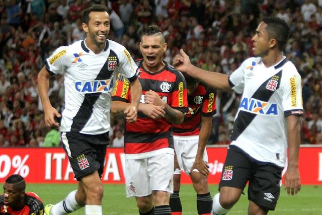 Superior na partida, o Vasco venceu com gol de Jorge Henrique (D) no 2º tempo (Foto: Paulo Fernandes/CRVG)
