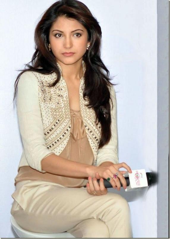 anushka sharma 5 Bollywood Actresses Oops and Panty Upskirts