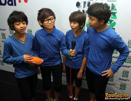 tulas tulis wina: INDONESIA KIDS CHOICE AWARD 2012: Coboy Jr Boyband