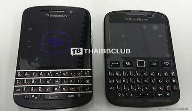 Sebelah Kiri Gambar Blackberry 10 dan Kanan BlackBerry 9720 Samoa OS7