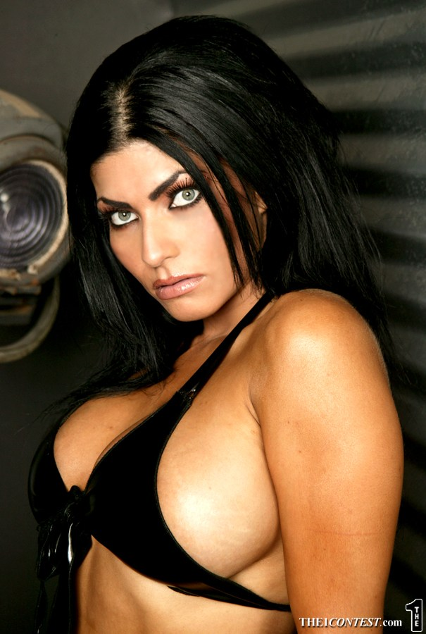 Has shelly martinez posed nude