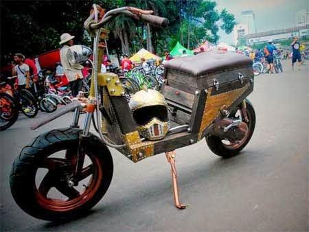 gambar motor unik terbuat dari kayu