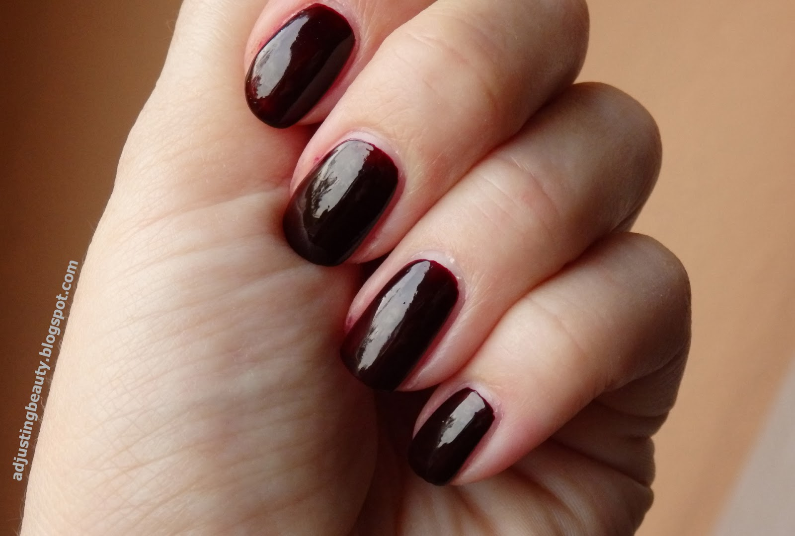 Review: Maybelline Colorama nail polish in 261 - Adjusting Beauty
