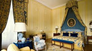 habitación azul amarillo