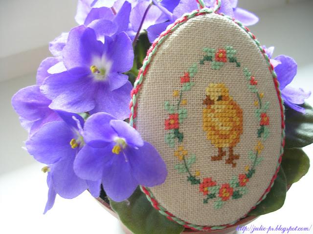 пасхальное яйцо с вышивкой. Дизайн из книги Véronique Enginger Le monde de Beatrix Potter