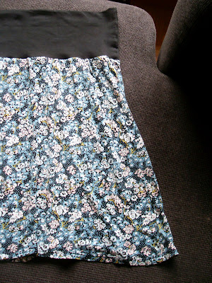 I helgen hann jag även sno ihop en kjol till mig själv. Jag är i starkt  behov av kläder som är töjbara...om ni förstår vad jag menar ! 660f65e189058