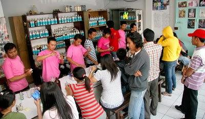 Dari tahun ke tahun perkembangan parfum semakin melesat cepat bahkan banyak muncul brand Peluang Bisnis Usaha Parfum Isi Ulang