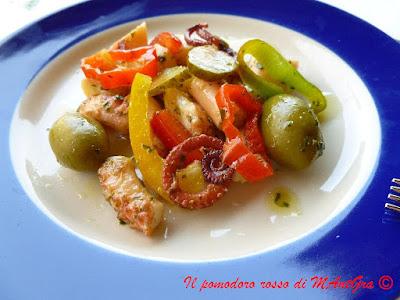 insalata di polpo, peperoni e olive