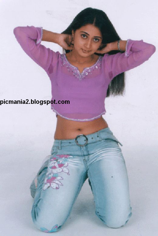 Kanika sexy cleavege  image gallery