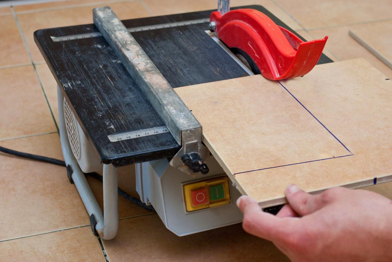 Jautājumi celtniekiem - Page 2 Cutting-tile-with-wet-saw