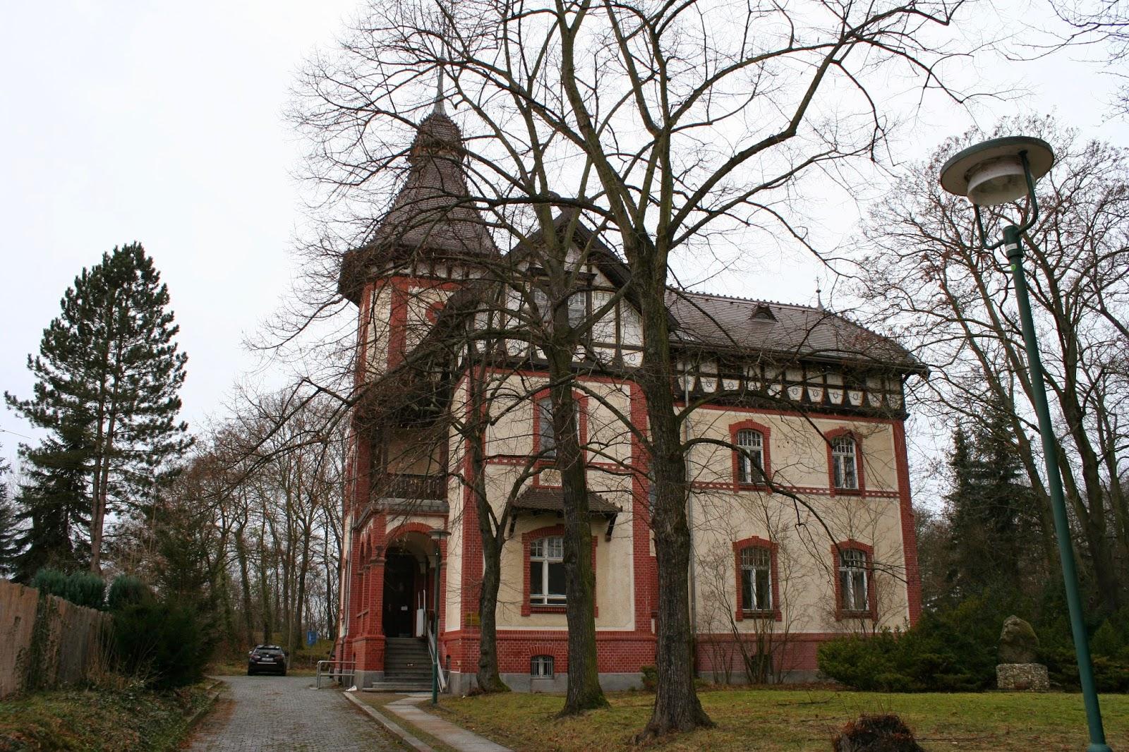 Das Rathaus Miltitz in der Geschwister-Scholl-Straße, Miltitz wurde 1999 eingemeindet und ein Ortsteil von Leipzig