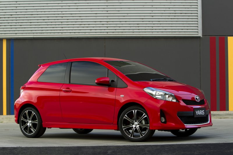 2013 toyota yaris hatchback three door photos car. Black Bedroom Furniture Sets. Home Design Ideas
