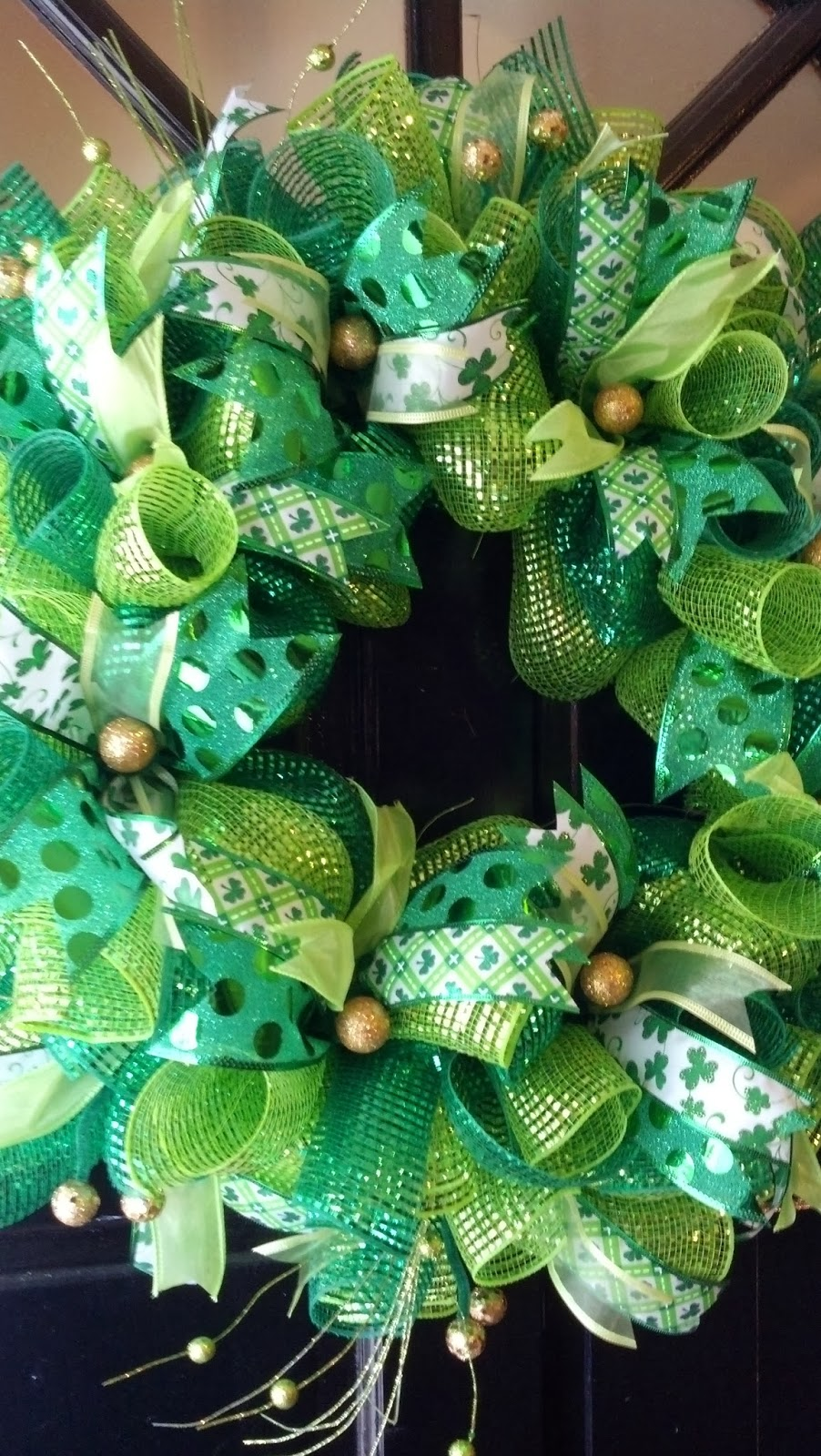 that 39 s so pinteresting st patrick 39 s day deco mesh door wreath. Black Bedroom Furniture Sets. Home Design Ideas