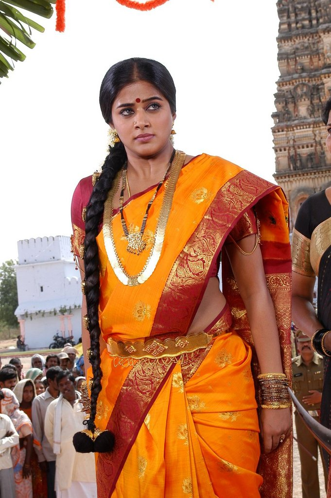 Priyamani - Priyamani In angry Mode - Golden Saree