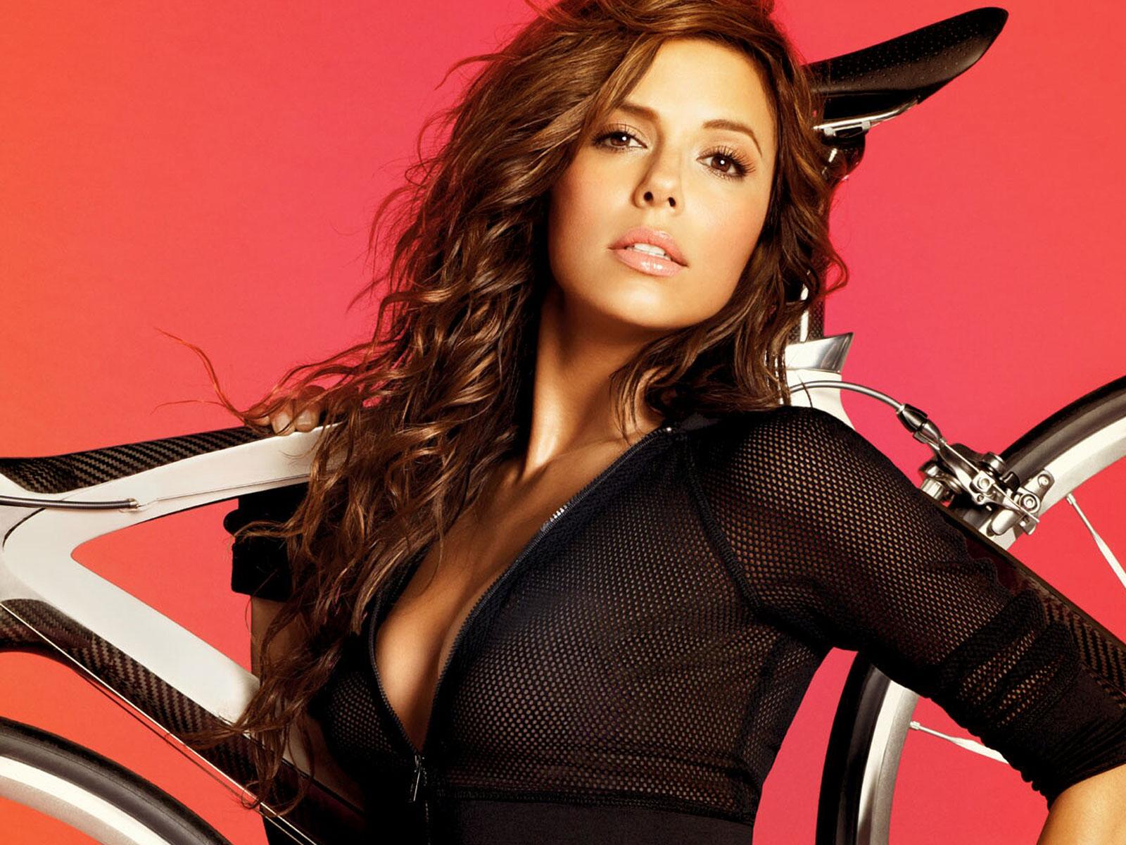 http://1.bp.blogspot.com/-DuFwsfPhWDE/Txh2qqzEH_I/AAAAAAAAGHk/GDQBI7G5K-M/s1600/eva-longoria-with-bicycle.jpg